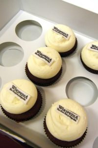 Cupcakes with Wikipedia written on them